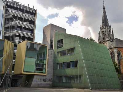 Moderne und klassische Architektur in Aachen