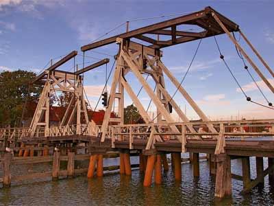Die historische Wiecker Holzklappbrücke in Greifswald