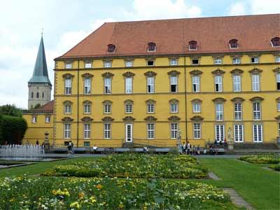 Das Schloss und die Katharinenkirche in Osnabrück