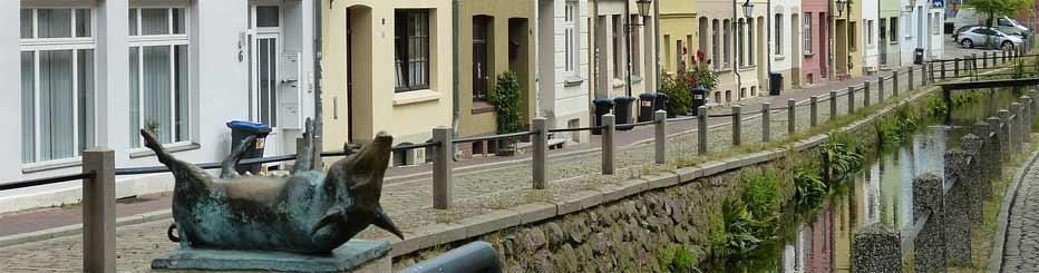 Die Stadt Wismar mit seinen Bronzeschweinen